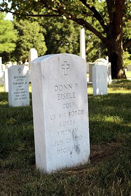 Test Pilot Wall Art - Photograph - Grave Of Donn Eisele by Peter Bassett/science Photo Library