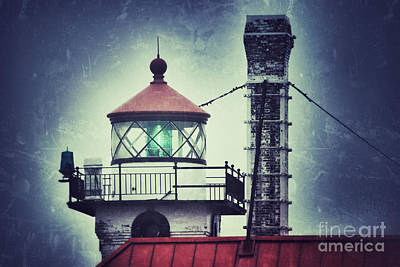 Duluth Photograph - Green Fresnel Gleaming by Mark David Zahn