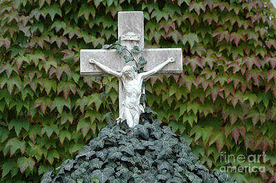 Grey Marmoreal Cross With Trailing Ivy Art Print by Angela Kail