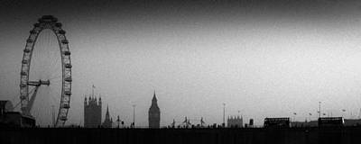 Photograph - Gritty Thames Vista by Gary Eason