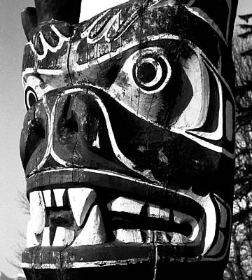 Photograph - Grizzly Bear Totem Face by Robert  Rodvik