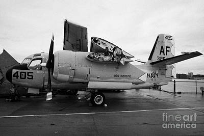 Grumman Ts2 Tracker On Display On The Flight Deck Of The Uss Intrepid At The Intrepid Sea Air Space Art Print