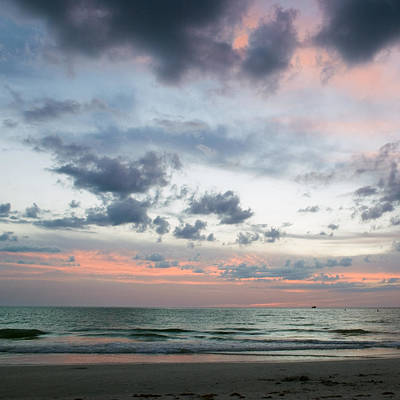 Photograph - Gulf Of Mexico Sunset by Beverly Stapleton