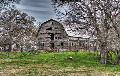 Old Barns Photograph - Gypsy Queen Farms Barn by Lisa Moore