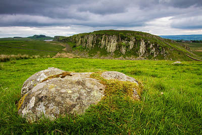 Photograph - Hadrians Wall And Peel Crags by Wayne Molyneux