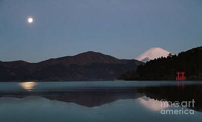 Hakone Lake Art Print by John Swartz