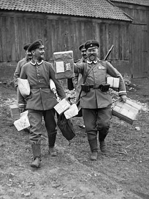 1917 Photograph - Happy Soldiers by Underwood Archives