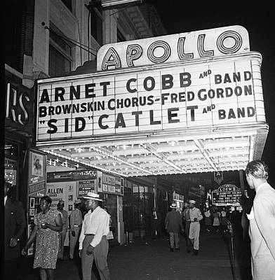 Harlem Wall Art - Photograph - Harlem's Apollo Theater by Underwood Archives Gottlieb