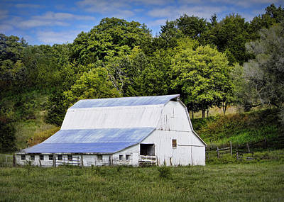 Barn Lots Photograph - Hart Creek Barn by Cricket Hackmann