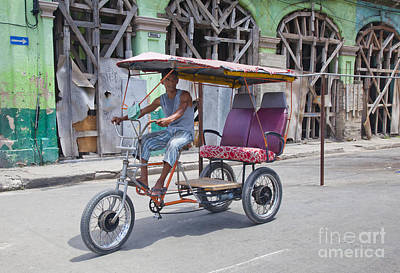 Photograph - Havana Trike by Chris Dutton