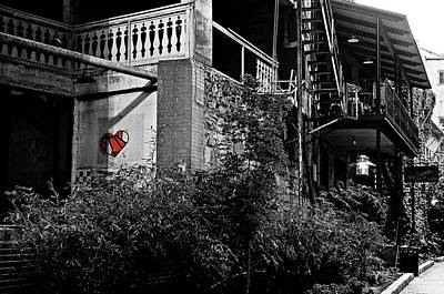 Photograph - Heart On The Wall by Andy Crawford