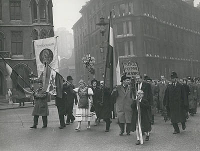 �help Hungary� Parade In Streets Of London Art Print by Retro Images Archive