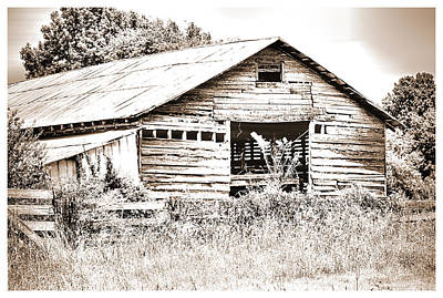 Photograph - Highway 51 Barn by Barry Jones