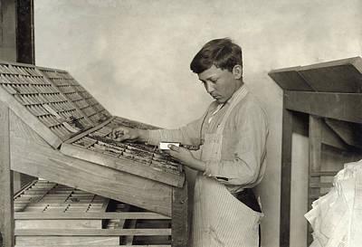 Hine Typesetting, 1917 Art Print
