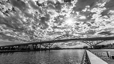 Hoan Bridge Peak Thru Art Print