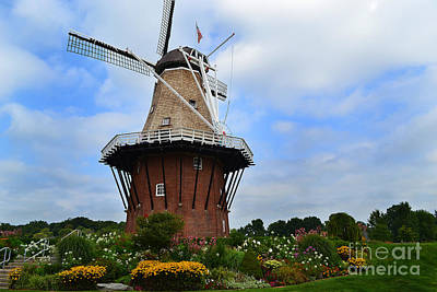 Garden Photograph - Holland Michigan Windmill by Amy Lucid