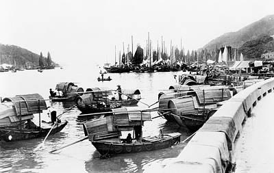 Junk Boat Wall Art - Photograph - Hong Kong Sampans by Library Of Congress/science Photo Library
