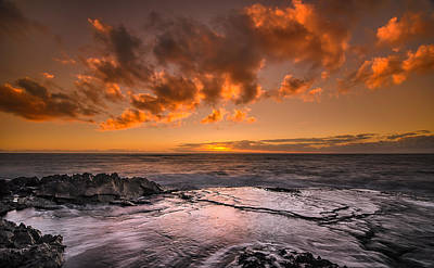 Photograph - Honolulu Sunset At Koolina Resort by Tin Lung Chao