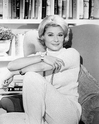 Hope Lange In The New Dick Van Dyke Show  Art Print by Silver Screen