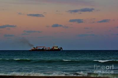 Photograph - Hopper Dredge by Lynda Dawson-Youngclaus
