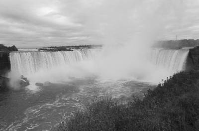 Horseshoe Falls - Autumn - B N W Art Print