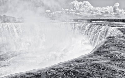 Photograph - Horseshoe Falls by Garvin Hunter