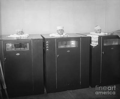 Three Stooges Photograph - Hospital Heat Lamp Cabinets, 1920s by Library Of Congress