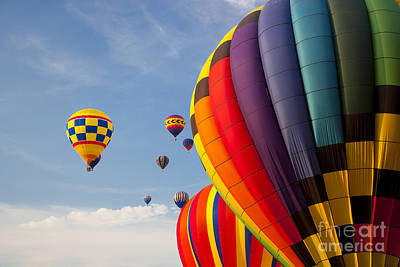 Photograph - Hot Air Balloons In The Sky. by Don Landwehrle