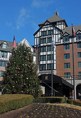 Hotel Roanoke At Christmas Original by Suzanne Gaff