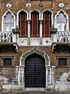 Photograph - House In Venice by Maria Coulson