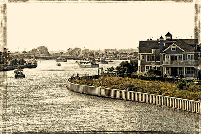 House On The Bay Art Print