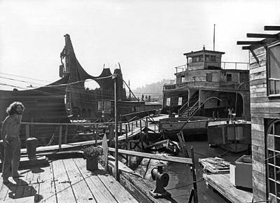 Sausalito Photograph - Houseboats In Sausalito by Underwood Archives