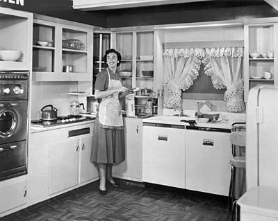 883 Photograph - Housewife Making Sandwiches by Underwood Archives