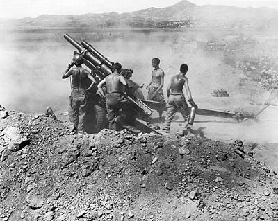 1940 Photograph - Howitzer Shelling In Korea by Underwood Archives