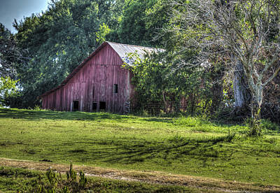 Old Barns Photograph - Howland Barn by Lisa Moore