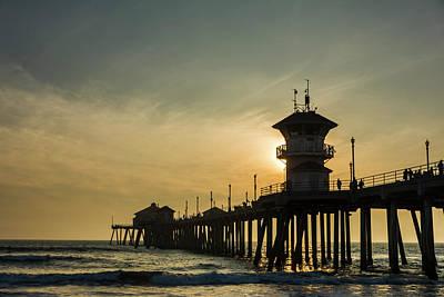 Roberto Photograph - Huntington Pier And Sunset by Vwpics - Roberto Lopez