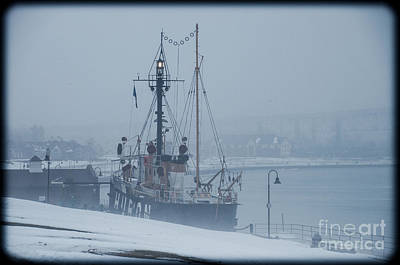 Photograph - Huron Lightship With Light On In The Fog by Ronald Grogan