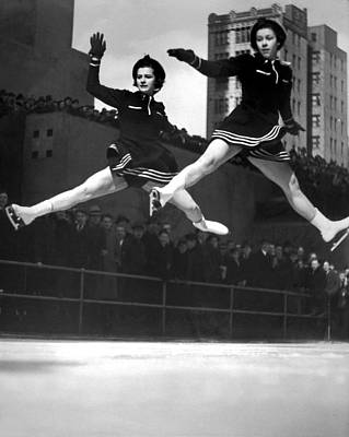 Skating Photograph - Ice Skaters Perform In Ny by Underwood Archives