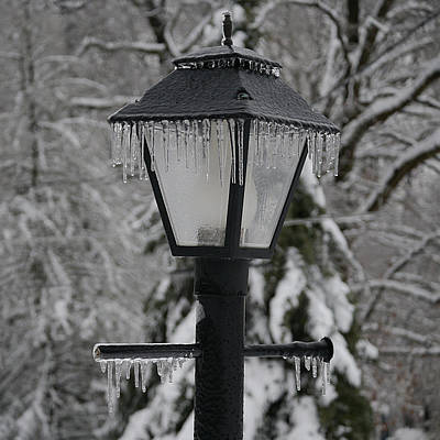 Gas Lamp Photograph - Icicles - Lamp Post 1 by Richard Reeve