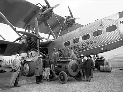 Middle Ground Photograph - Imperial Airways Aeroplane, 1931 by Science Photo Library