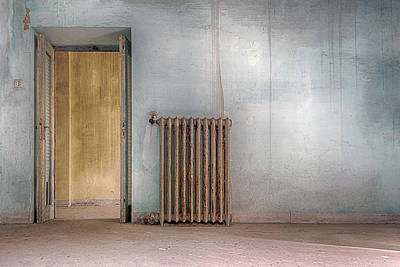 Painted Wall Art - Photograph - In Case Of Cold by Stefano Scappazzoni