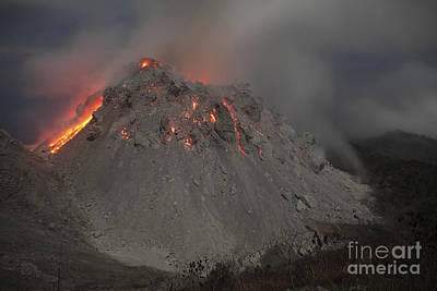 Photograph - Incandescent Rockfall At Rerombola Lava by Richard Roscoe