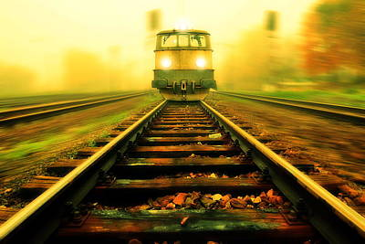 Direction Digital Art - Incoming Train by Jaroslaw Grudzinski