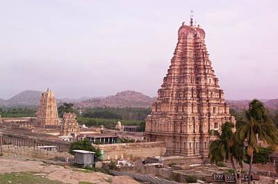 Karnataka Photograph - Inde Temple Hampi by Lissillour