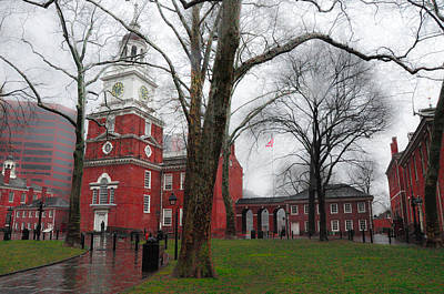 Independence Hall On A Rainy Morning Print by Bill Cannon