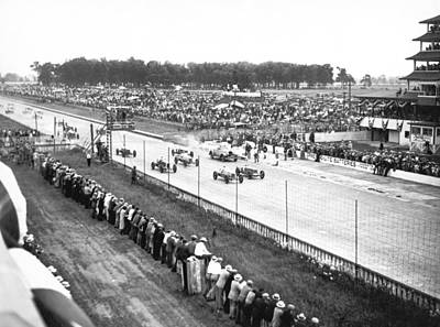 Spectators Photograph - Indy 500 Auto Race by Underwood Archives
