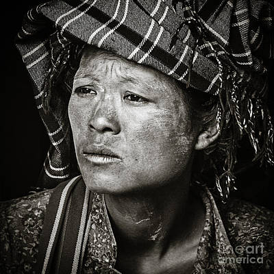 Photograph - Inle Lake Woman by Derek Selander