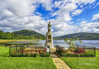 Infantryman Photograph - Inveraray War Memorial  by Chris Thaxter