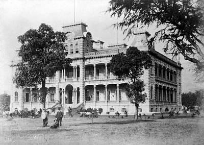 Iolani Palace, Honolulu, Hawaii Print by Everett
