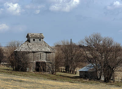 Photograph - Iowa Corncrib by Edward Peterson